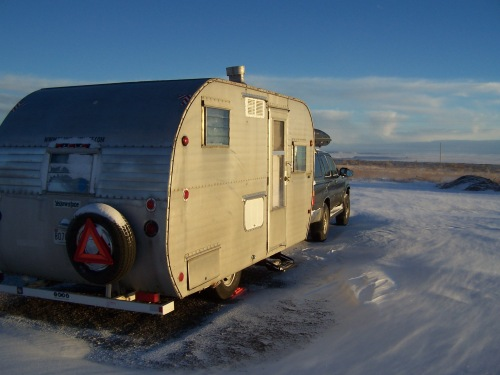 Vaughn, NM truckstop. First snow of the winter season.